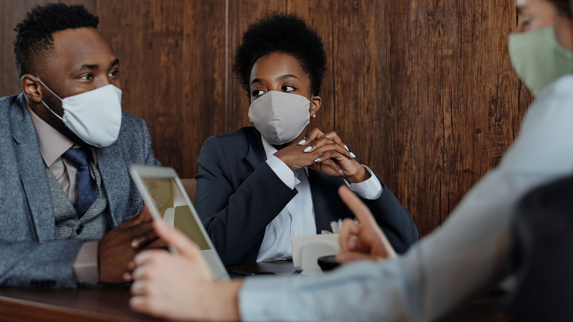 Business owners, wearing facemasks, talking to a UKSE advisor about a Corporate PPA